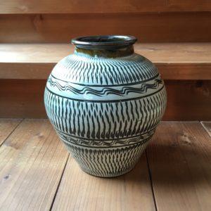 小鹿田焼 坂本浩二窯 トビカンナ櫛描1.5升丸花瓶
