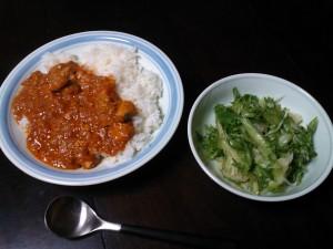 カレーライスとレタスサラダ