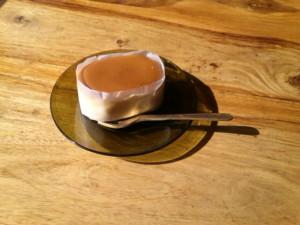 太田潤さんのガラス小皿にチーズケーキ
